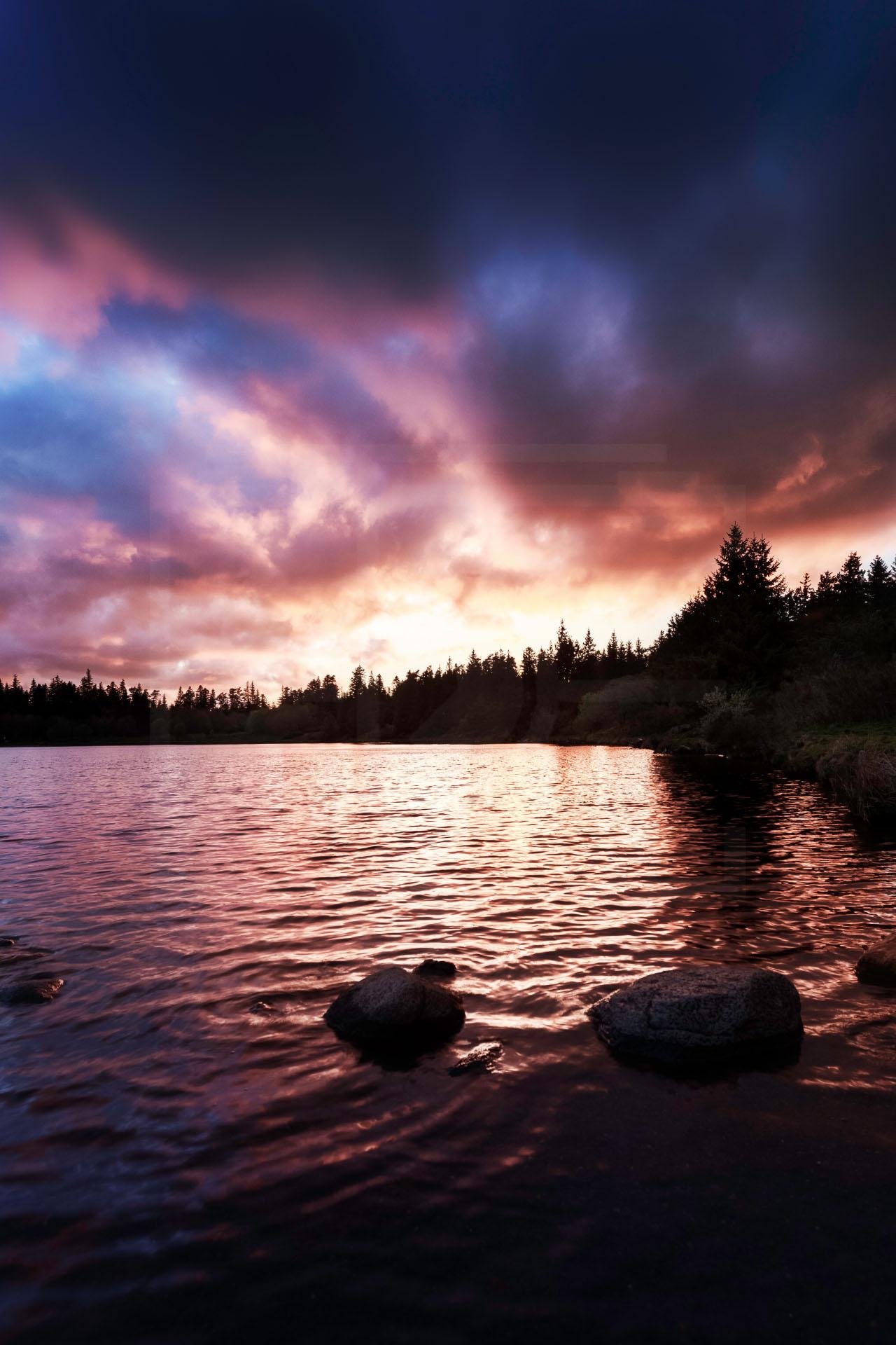 Coucher-de-soleil-Lac-de-Servières-1.jpg